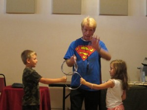 magician beguiles 2 kids with rings trick